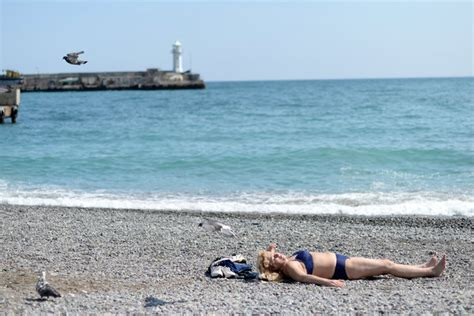 For Crimea, It's Russian Troops In, Tourists Out - The New